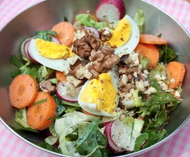 Magos saláta öntettel - 20 dkg