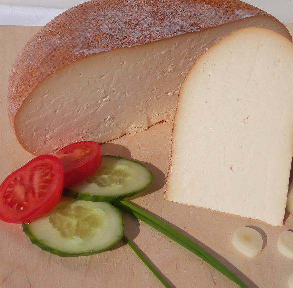 Natúr füstölt félkemény gomolya sajt - kb. 17 dkg