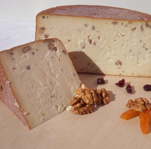 Diós füstölt félkemény gomolya sajt - kb. 18-19 dkg