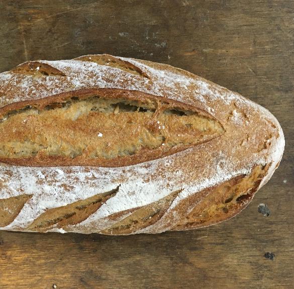 Félrozsos kovászos kenyér kétoldalt leveles vágással - 750 g