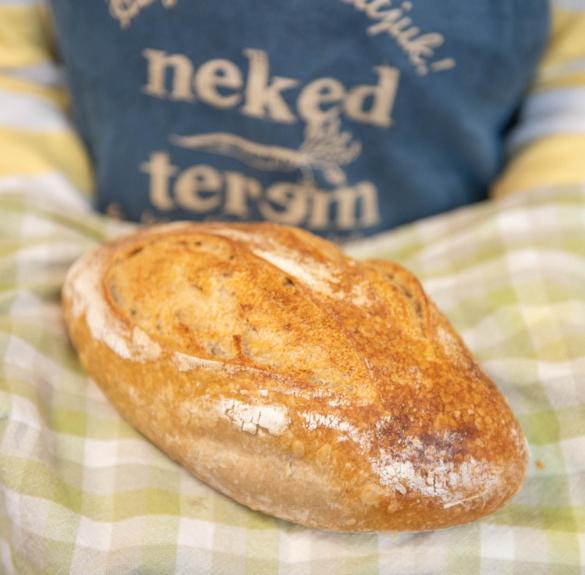 Teljes kiőrlésű búza  kovászos kenyér  két vágással- 750 g