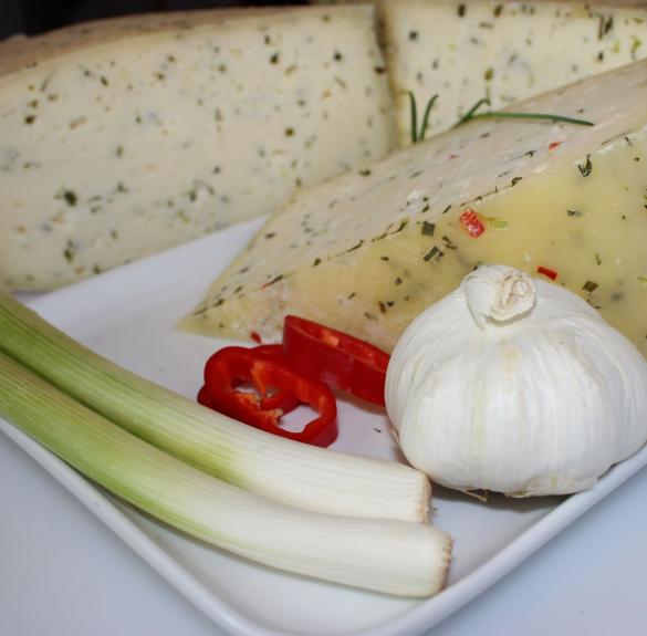 Zöldfűszeres sajt - kb. 20- 25 dkg