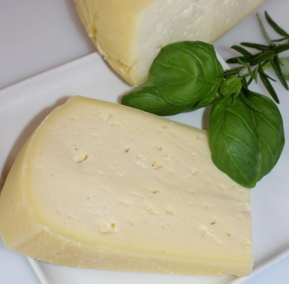 Trapista jellegű sajt - kb. 20-25 dkg