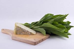 Medvehagymás sajt - kb. 20-25 dkg